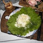 Луковый салат с яблоками