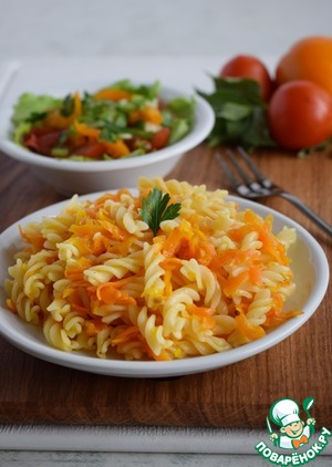 Pasta with carrots and tomato