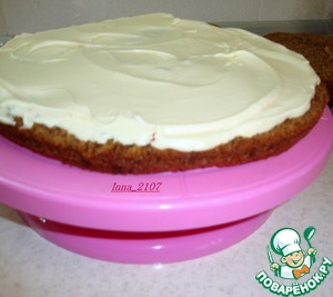Apply the cream on one cake layer and cover with the second.