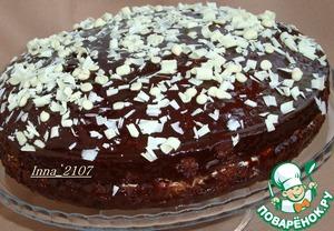 По желанию украсить белым шоколадом.    Его можно настрогать овощечисткой над поверхностью торта.