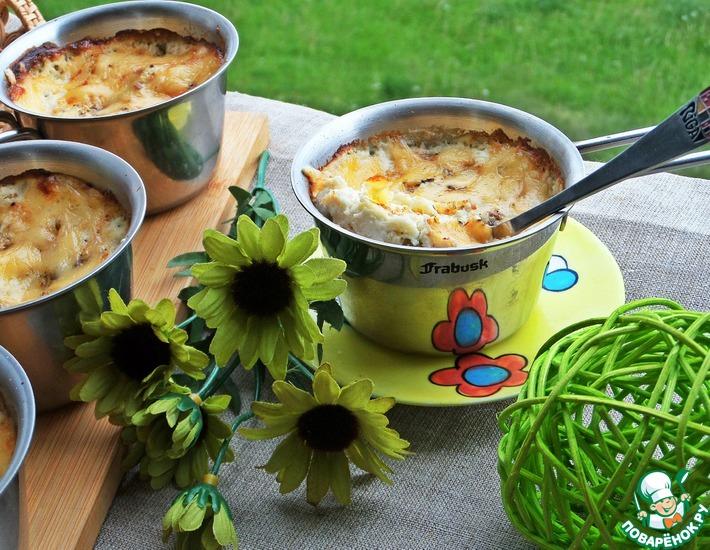 Рецепт: Жульен с салями, гречкой и горошком