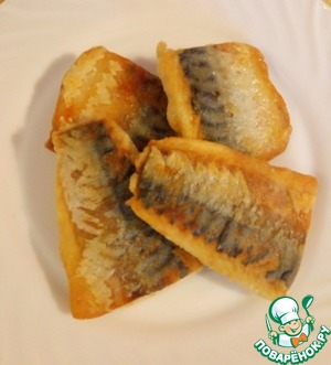 Fry the pieces with two sides for about 5-7 minutes.