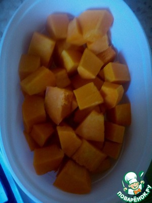 While the water for cooking grits to a boil, prepare the remaining ingredients. Pumpkin cut into small cubes.