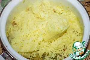 Pour the cooked rice to vegetable mixture and stir. Upma ready!