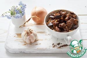 Выкладываем вареную гречку, а сверху печень в медовом соусе и подаем к столу!