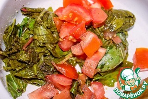 The sorrel spread the tomato, sprinkle with salt and pepper, and keep on the heat for another 5 minutes.