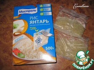 For faster cooking, the rice is boiled separately, then add to the soup.  Water bring to a boil, put one packet of rice. Cook according to the instructions on the package 30 minutes.