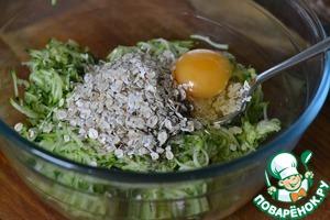 To the zucchini add the oatmeal, egg, pepper.  Mix well.