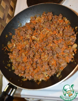 Add beef and, stirring occasionally, fry for 10-15 minutes until tender.