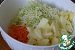 Apple wash and peel off the skin.  Cut into thin slices  Spread to vegetables.