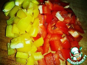 Pepper cut into cubes and add to the pan.