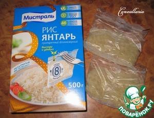 Для более быстрого приготовления, рис отвариваем отдельно, затем добавляем в суп.   Воду довести до кипения, выложить один пакетик риса. Варить согласно инструкции на упаковке - 30 минут.