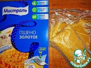 Ставим готовится кашу.   Опустите пакетик с пшеном в кипящую воду не открывая его.
