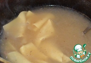 1.5 l of broth to cook the strips of dough,  put in a colander and grease with vegetable oil.