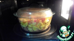 Cover with a lid. Put in the microwave for 16 minutes. On full power. (time depends on total quantity and the temperature of the contents, if you are cooking two times a smaller number, approximately two times less)
