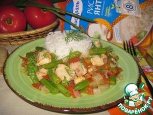 Готовое блюдо подаем с рассыпчатым рисом, посыпав свежим укропом.