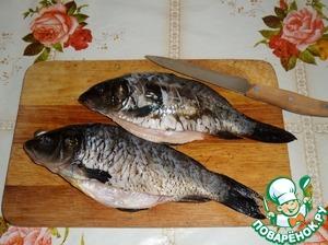 Fish make longitudinal incisions, not reaching the abdomen.