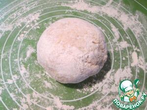 Добавляем молоко и натертый на мелкой терке сыр, замешиваем тесто.