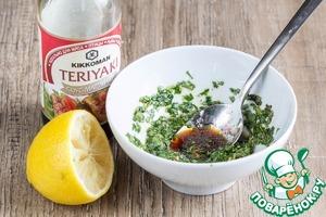 For the filling mix in a bowl melkorublenoy greens (I have parsley), lemon juice, olive oil, oregano, and teriyaki sauce.