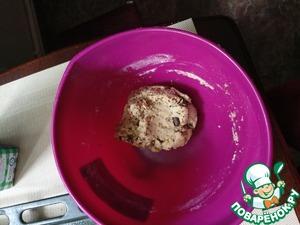 Добавить сахар, молоко, кокосовое масло, ванилин и рубленый шоколад. Замесить тесто.