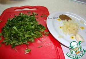 Chop the cilantro and chop the garlic.