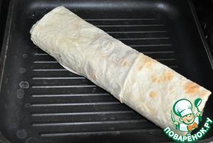 Кладём завертон на сковороду-гриль на угли, подсушиваем по 1 минуте с каждой стороны, чтобы лаваш стал хрустящим.    Подаём сразу.    Приятного аппетита!