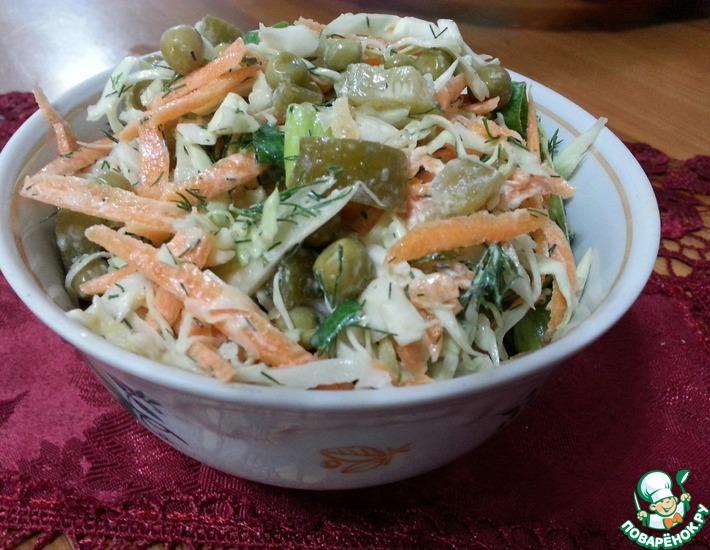 Рецепт: Салат из капусты и маринованных огурцов
