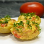 Картофель, фаршированный курицей и помидором