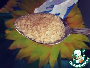 Через 5-7 минут добавляем рис.