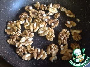 At the same time fry walnuts. Nuts can take on your taste. The author does pumpkin seeds. :)