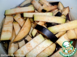 Eggplant cut into strips and boil in salted water for 2-3 minutes.