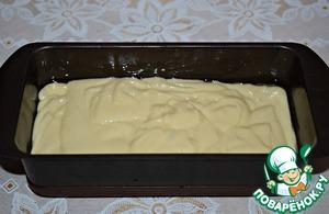 Put the dough in the form (21х10х6), oiled.