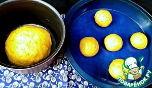 The dough roll into a ball and place in a baking dish, greased. I divided the dough into two parts because I wanted the children to make bread in the form of rolls.  The dough cover with a towel and put in a warm place for proofing for 30-40 minutes.