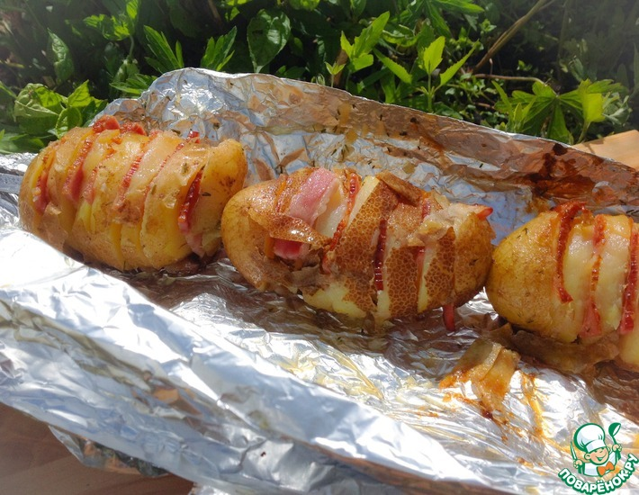 Рецепт: Картофель с грудинкой, запеченный в фольге