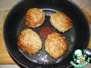 Pancakes can be done flat as pancakes, and fry in a pan on both sides, can be magnificent and tall, like burgers, then you have to put out under the lid, there is another option, all fry. drain the oil, folded in the same pan, add 2-3st. liters of water and saute for 5-7 minutes. All options are delicious! Love the crust-make flat and fry just, like the air-extinguish and form a little different give