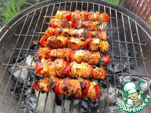 Grease skewers with soy teriyaki sauce TM Kikkoman and fry for 1-2 minutes on all sides.