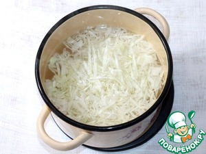 5. Cut into julienne the cabbage and boil in fish broth until soft.