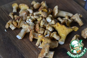 Chanterelles to sort, clean and rinse.