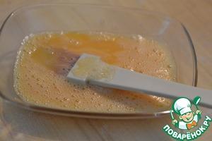 Смазать взбитым яйцом.   Посыпать коричневым сахаром.   Выпекать в горячей духовке при 160 градусах 30 минут.