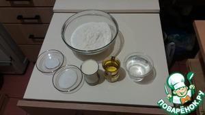 Замешиваем тесто из:    - муки (около 400-500 гр)    - теплой воды (200 мл)    - теплого молока (100 мл)    - растительного масла (100 мл)    - соли (1 ст. л.)    - сахара (2 ст. л.)    - дрожжей (7 гр сухих, или 20-25 гр свежих)      Месить около 20-30 минут.   Тесто получается очень мягким, как говорят, должно быть на ощупь как мочка уха.