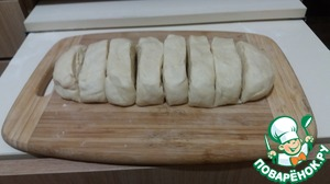 Cut the dough into 8 pieces, and allowed to stand under a towel for ten minutes.