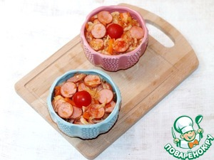 7. Готовое блюдо раскладываем в горшочки, или в форму для запекания. Слегка накрываем горшочки крышками или фольгой и отправляем в хорошо разогретую до 180 С духовку, потомиться на 20 минут.