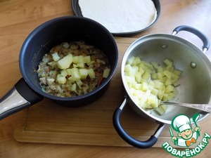 Everything is ready and the contents of the casserole mix with the potatoes. The filling for the biscuits ready.