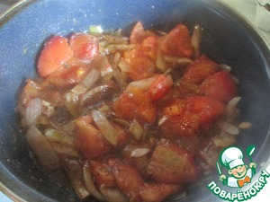 Tomatoes pour over boiling water, peel and seeds. Onions and garlic are cut arbitrarily and fry until Golden brown in vegetable oil, add the sliced tomatoes, balsamic vinegar, herbes de Provence, salt and pepper, cook on medium heat for 5 - 7 minutes. To break the blender to puree.