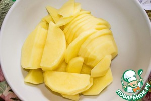 Potatoes cut into thin slices.