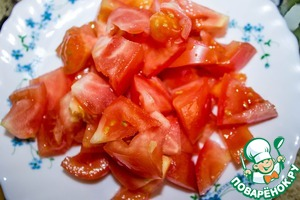 Tomatoes, remove the stalk and cut into cubes.