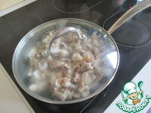 Mushrooms (200 g) slice and fry on a slow fire, and 10 gr. butter under the lid. In about 15 minutes.