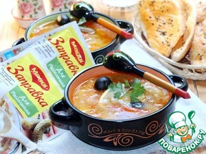 8. Serve the soup with sour cream and fresh herbs.   Bon appetit!