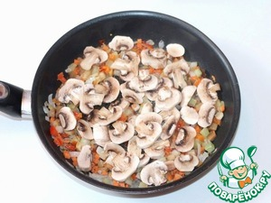 3. Mushrooms washed, cleaned, rinsed again, cut into pieces and add to vegetables. Simmer for 3-5 minutes.