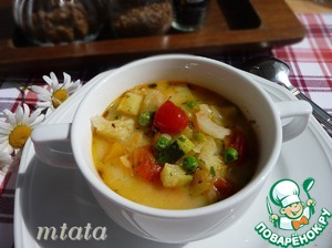 Soft, velvety, summer vegetable soup with melted cheese is ready. Pour into bowls, add herbs as desired. Serve for lunch as a first meal.